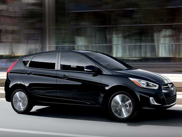 hyundai accent se hatchback 2017 price and specifications fairwheels. Black Bedroom Furniture Sets. Home Design Ideas