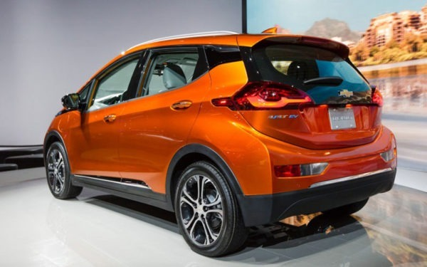Chevrolet-bolt-2017-rear