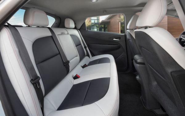 Chevrolet-bolt-2017-rear-seats-