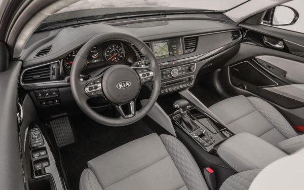 Kia-Cadenza-Technolgy-2017-front-cabin
