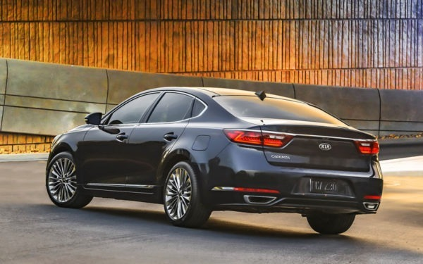 Kia-Cadenza-Technolgy-2017-rear-design