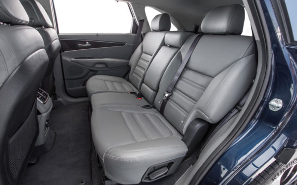 Kia-Cadenza-Technolgy-2017-rear-seats-comfort-and-security