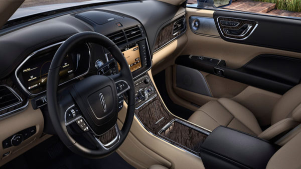 Lincoln-continental-Select-AWD-2017-front-cabin