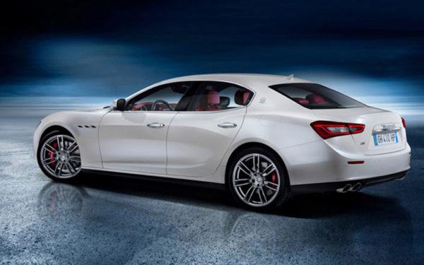Maserati-Ghibli-S-Q4-2017-side-pose