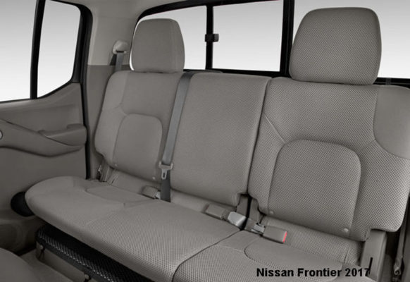 Nissan-Frontier-2017-back-seats