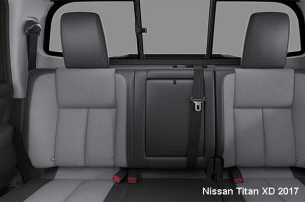 Nissan-Titan-XD-2017-back-seats