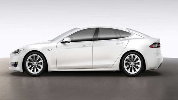 Tesla-S-75-D-side-View,-Release-in-Pakistan