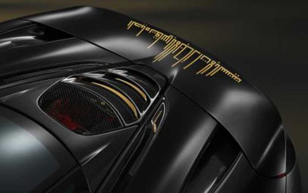MC-Laren-720-S-Black-gold-tailr--Dubai-Show