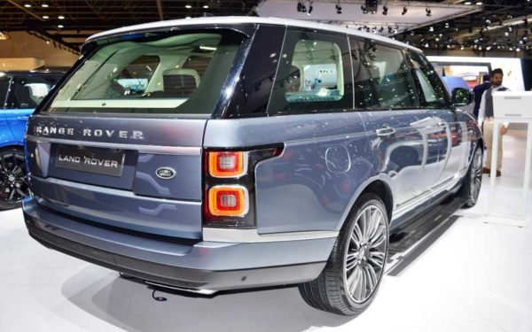 Range-Rover-2018-Facelift-Rear-view-Dubai-Auto-show-2017