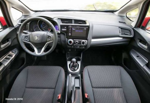 Honda-Fit-2018-steering-and-transmission