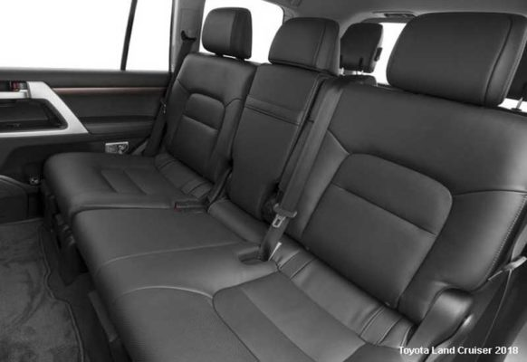 Toyota-Land-Cruiser-2018-back-seats