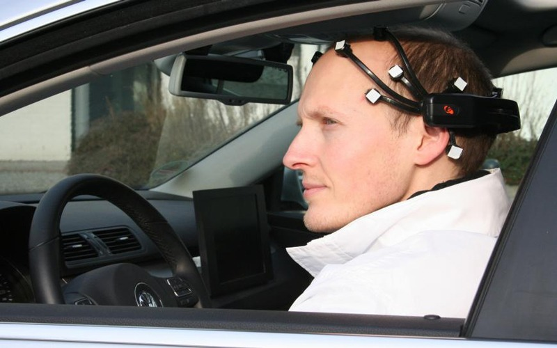 car-driving-using-brain-by-Nissan