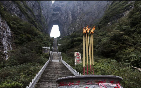 999-Stairs-of-China's-Heaven's-Gate---Range-Rover-Climbed