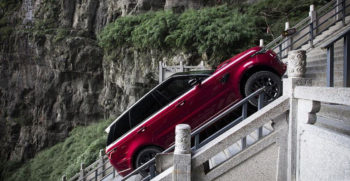 Range-Rover-E-climbing-999-Stairs-of-China's-Heaven-Gate