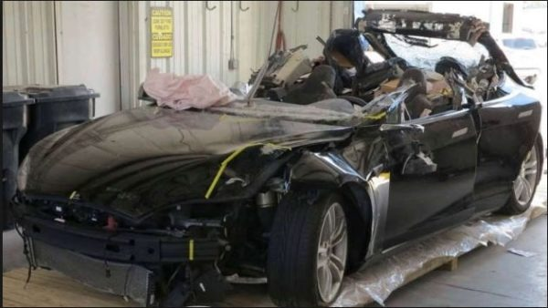 Tesla Autopiloting Accident 2016
