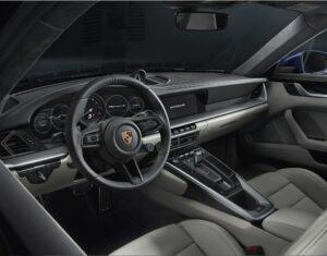 Porsche Carerra 2020 interior