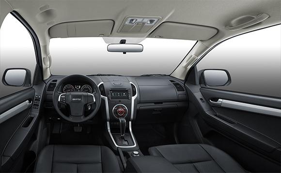 2020 isuzu D-Max full interior view