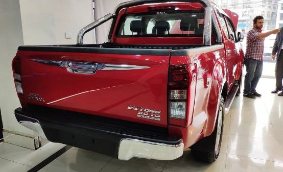 2020 isuzu D-Max rear view