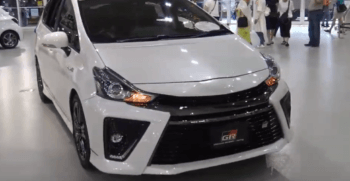 2020 Toyota Prius Alpha Front View