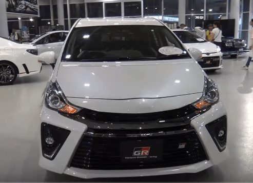 2020 Toyota Prius Alpha Front View1