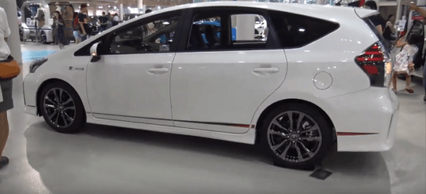 2020 Toyota Prius Alpha Side View