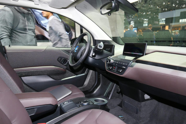 2020 BMW i3 front cabin interior