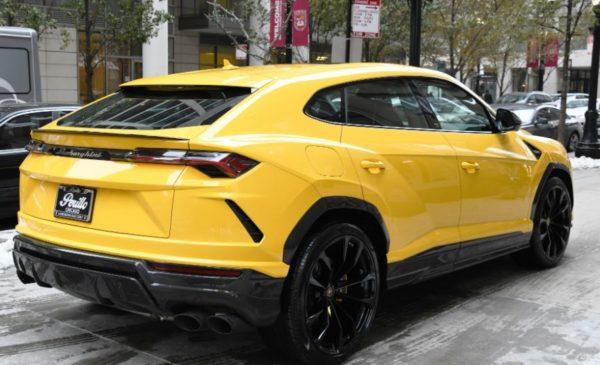 2020 Lamborghini Urus side view