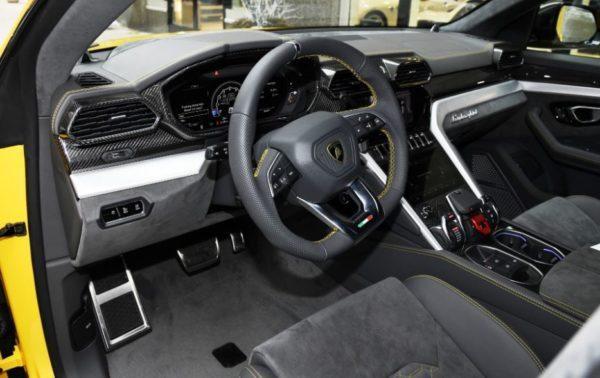 2020 Lamborghini Urus steering & dashboard view