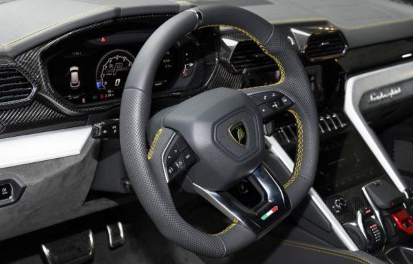 2020 Lamborghini Urus steering & information cluster