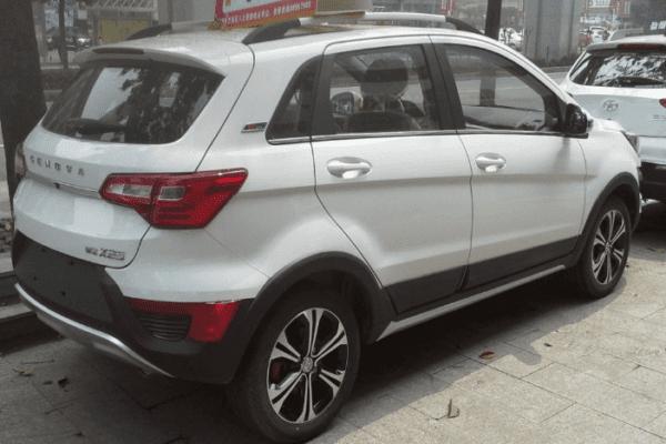 Sazgar BAIC X25 Crossover rear view