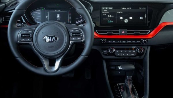 2020 Kia Niro infotainment screen & information cluster view