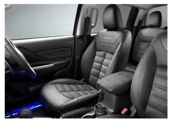 2020 Mitsubishi L200 Barbarian X front seats