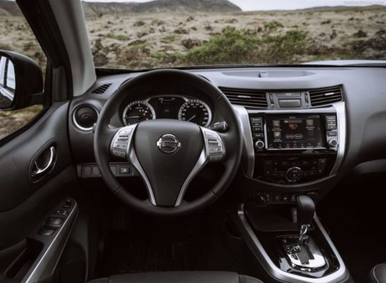 2020 Nissan Navara Steering & information cluster view