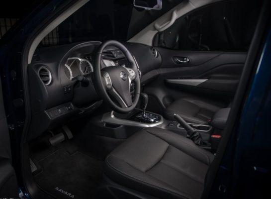 2020 Nissan Navara front seats