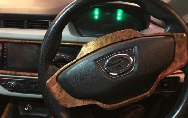 2020 Prince Pearl steering wheel & information cluster