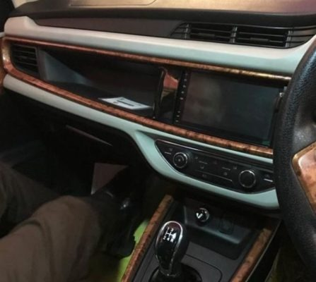 2020 Prince Pearl transmission, infotainment screen & dashboard