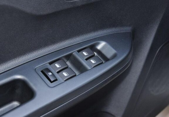 2018 faw Vita V5 interior windows buttons
