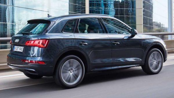 2020 Audi Q5 side View 2
