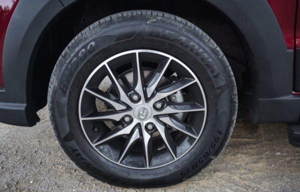 2020 BAIC M50S wheel & tire view