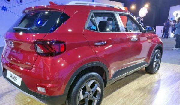 2020 Hyundai Venue side rear view