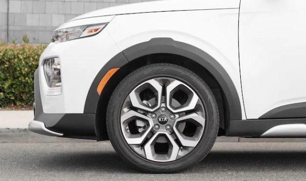 2020 KIA Soul wheels view