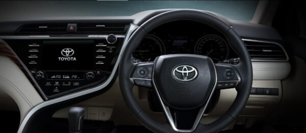 2020 Toyota Camry Hybrid Tech View