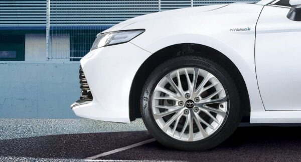 2020 Toyota Camry Hybrid wheel view