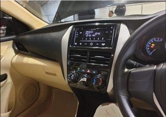 2020 Toyota Yaris Infotainment screen & dashboard view