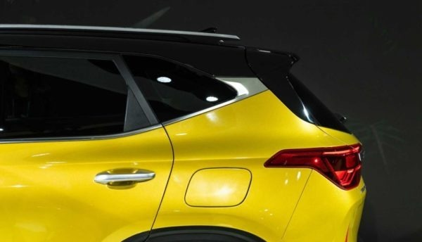 2021 KIA Seltos Rear window & Roof Rails view