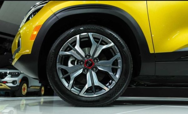 2021 KIA Seltos front wheel view