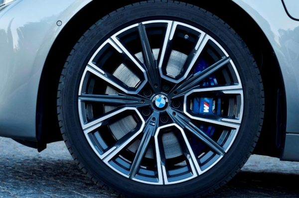 2020 BMW 7 Series front wheel close view