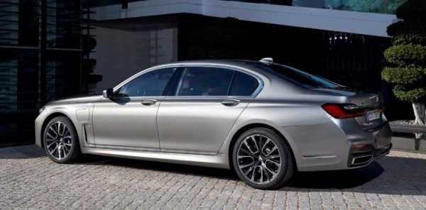 2020 BMW 7 Series side view