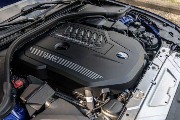 2020 BMW M304i engine view