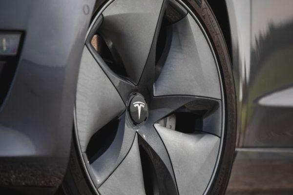 2020 Tesla Model 3 wheels